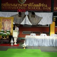 Offering of Sandalwood Flowers by MISB to The Late King H.M. Bhumibol Adulyadej 20-10-17#1